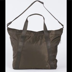 Lululemon Carry the Day Bag in Dark Olive